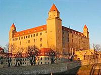 015-ref_ind_Burg_Bratislava1_th